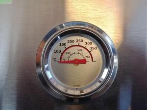 Integriertes Grillthermometer im Deckel