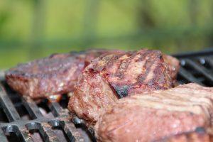 Steaks auf Grill